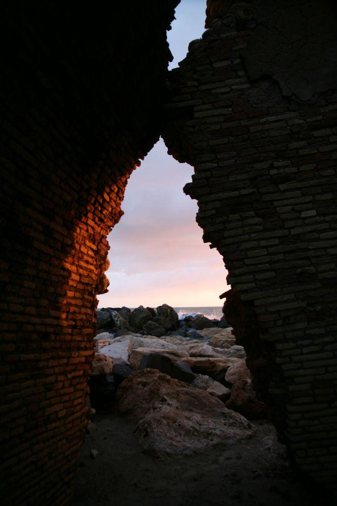 "etiliyle.wordpress.com - Luca Molinari Photo - Etiliyle - Blog-fotografia-pictures-poem-poems-poetry-poesy-pics-art-images-screenshot-share- ""castle-sea-sunset- through the sto"