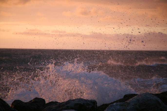 "etiliyle.wordpress.com - Luca Molinari Photo - Etiliyle - Blog-fotografia-pictures-poem-poems-poetry-poesy-pics-art-images-screenshot-share- ""sea-waves-sunset-splash -Canon Eos"